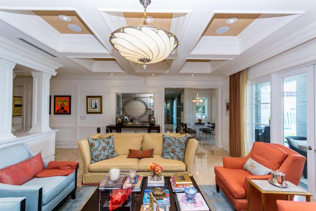 Venetian living room